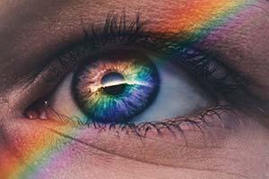 Kristaller & stenars färg och betydelse öga-med-regnbåge
