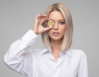 Kvinna-med-pengar attraktionslagen och pengar