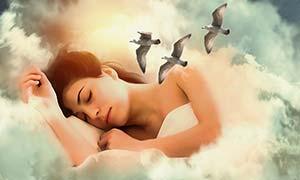 kvinna-sover