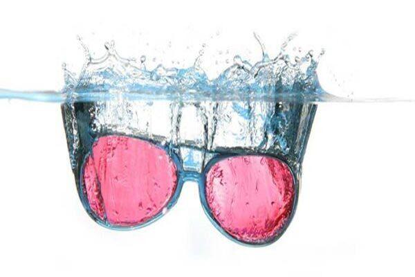 glasögon i vatten Blått ljus sömn